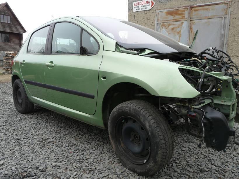 Bouraná auta na náhradní díly